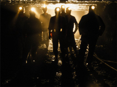 Miners on strike stay in pit and demand salaries