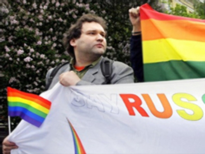 Russian gays detained in blood donor protest