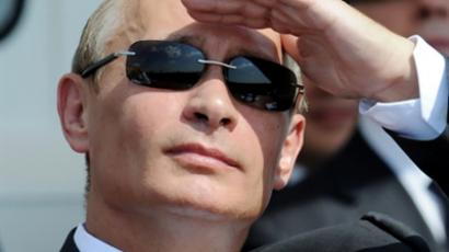 "Putin ""On Her Majesty's Secret Service"" posters raise eyebrows"