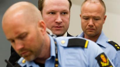 Norway police 'could have stopped Breivik earlier' - report