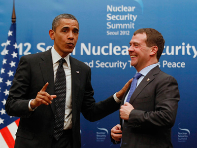 Obama and Medvedev get behind Syrian peace mission