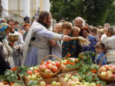 Orthodox Russia celebrates Saviour of the Apple Feast Day