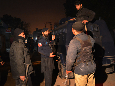 Pakistani police kill 5 militants in gunfight following airport assault