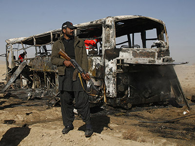 Pakistan militants kill at least 19 in bomb attack on Shiites