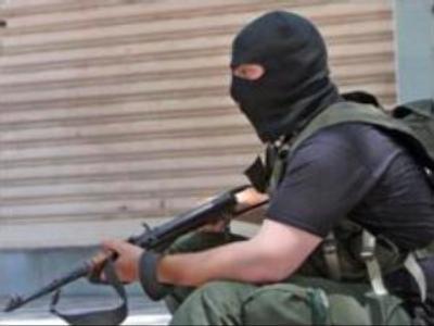 Palestinian militants and Israeli troops exchange fire