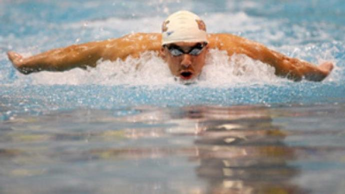 Phelps victorious on his comeback