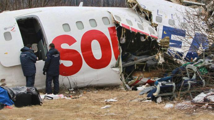 Plane makes emergency landing, two passengers killed