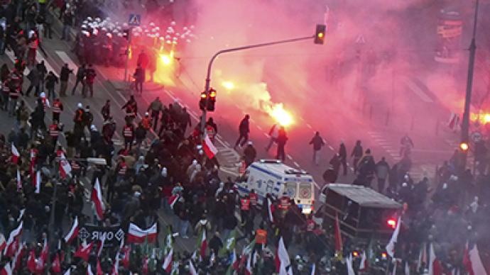 Warsaw police fire tear gas, brawl with nationalists in Independence Day clashes (PHOTOS)