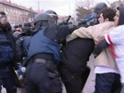 Police clashes with Albanian protesters in Kosovo: 20 arrested