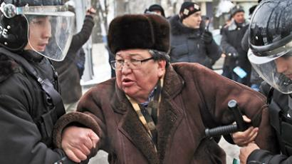 Kazakh cops keep rioters at bay