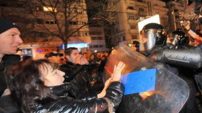 Romanians stone police as anti-government anger grows