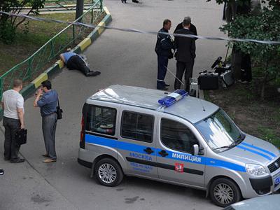 Guerillas go bananas on Moscow cops