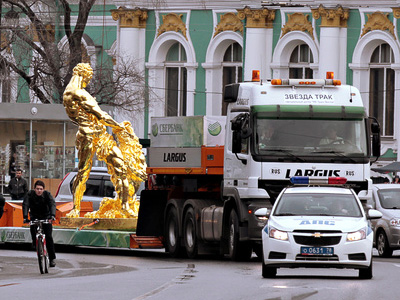 Spring splashes into Moscow's streets