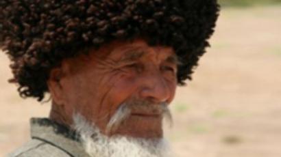 Turkmen personality cult takes a bashing!