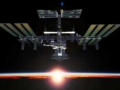 Soyuz spacecraft brings orbit-wanderers home