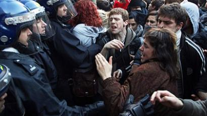 Student clashes as UK parliament says yes to fees hike