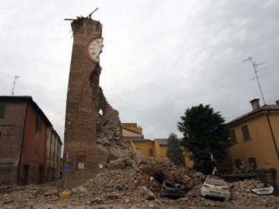 Massive aftershocks shake Italy, collapsing building caught on tape (VIDEO)