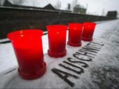 Row over Auschwitz strains Russian-Polish relations