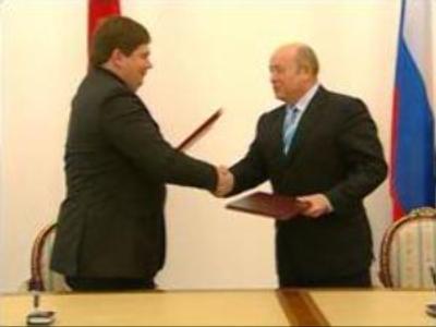 Russia and Latvia sign border treaty