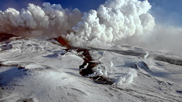 Russian volcano eruption attracts tourists, sparks 'apocalypse' fears