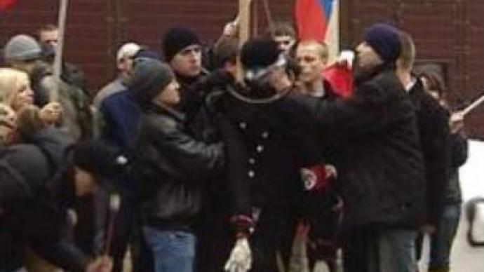 Russian activists defend Soviet monuments in Estonia