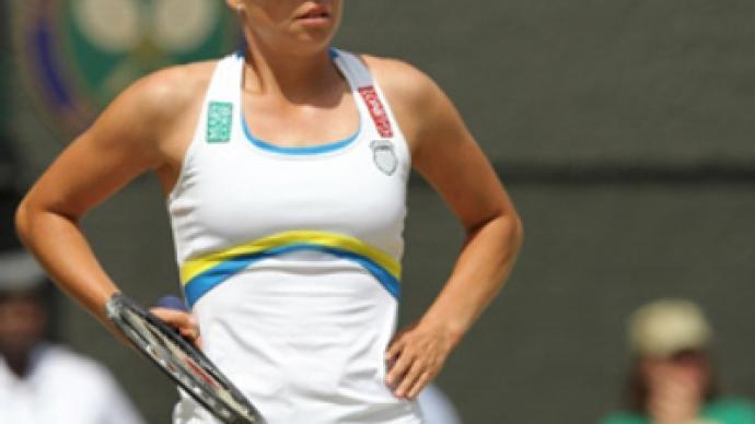 Zvonareva gives Wimbledon crown away to Serena