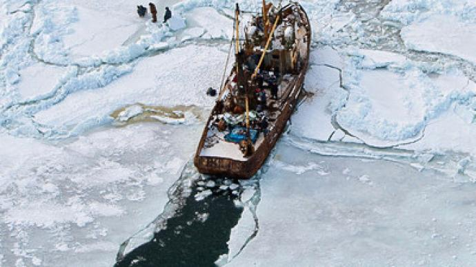 Six hundred sailors imperiled in Far-Eastern ice trap