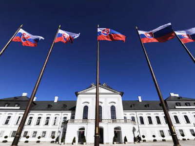 Slovakian government cracks under pressure to bailout EU