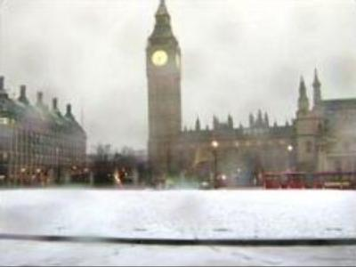 Snow disrupts travel in Britain