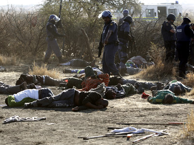 At least 30 killed as S. African police open fire on thousands of striking miners (PHOTOS)