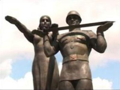Soviet WW2 memorials may be removed in Western Ukraine