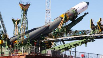 Cosmonauts prepare for blast-off amid safety concerns