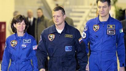 New space team en route to Baikonur