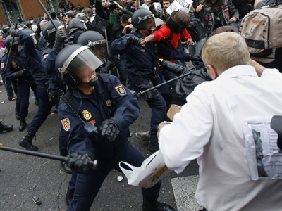 Clashes erupt as Madrid cops squelch austerity protest (PHOTOS, VIDEO)