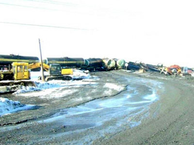 Huge sulfuric acid spill in Urals as at least 12 tanks derailed