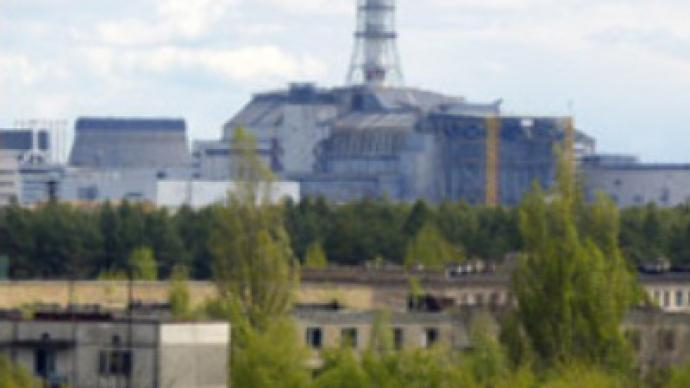 Steel lid to seal Chernobyl reactor