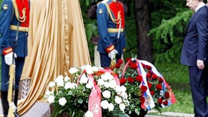 Putin lays first stone to restore memorial to Georgian soldiers