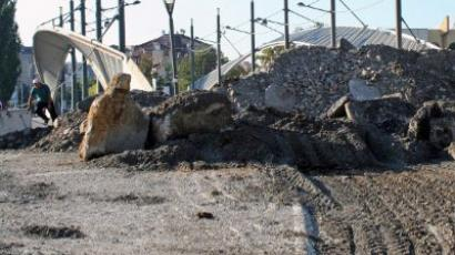 Kosovo: Barricades to stay, but KFOR supplies may pass