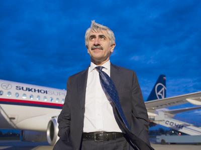 Putin watches Sukhoi Superjet at Le Bourget air show