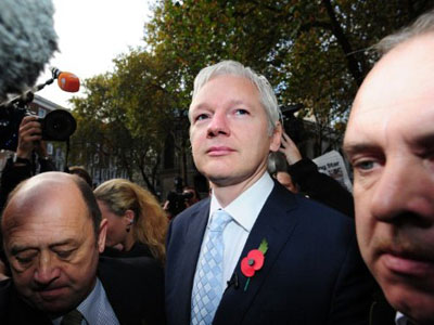 Assange: Using iPhone, Gmail, BlackBerry? You're screwed!