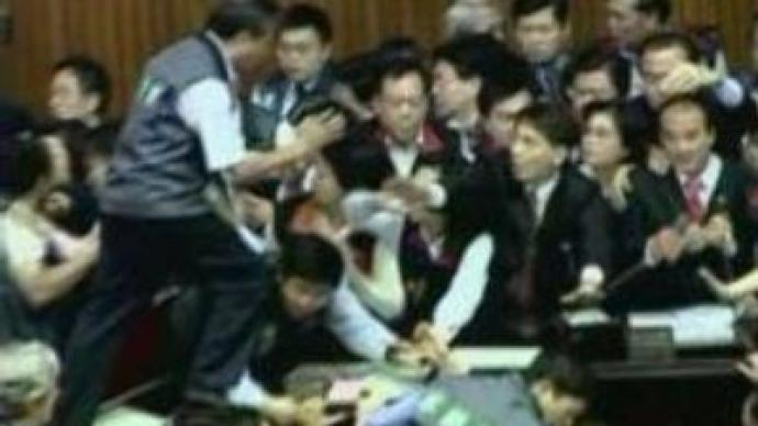 Thai lawmakers get physical