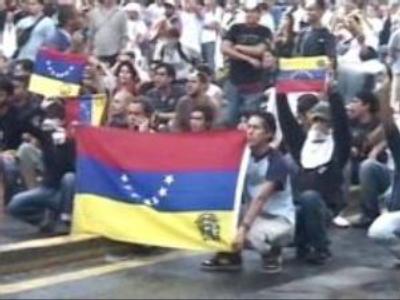 Thousands of Venezuelans protest Chavez