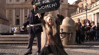 'Kill Kirill': Topless FEMEN activist attacks Russian Patriarch (VIDEO)