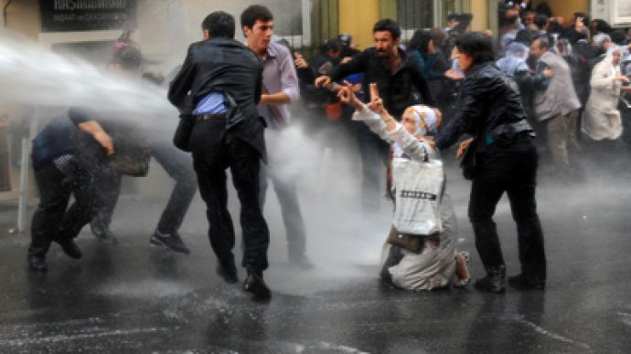 Turkish police fire tear gas at hunger strike supporters (PHOTOS)
