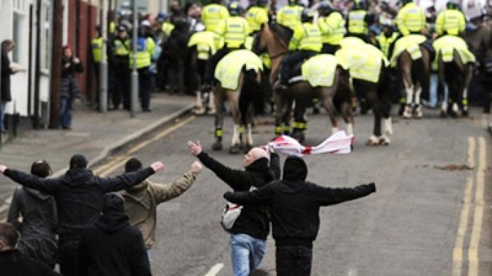 Anti-Islamists and anti-fascists rally in UK