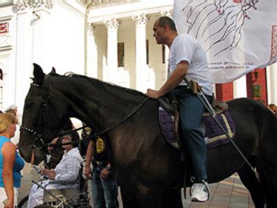 Ukrainian Quixote challenges mayor to duel