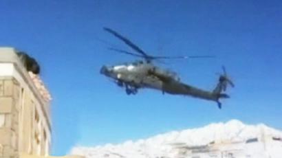 US Apache chopper slams into snow in Afghanistan (VIDEO)