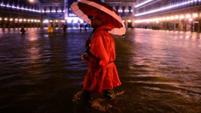 High tide floods Venice (PHOTOS)