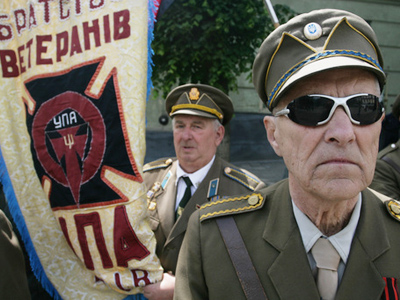 Nationalists attack WWII veterans and Russian diplomats in W. Ukraine