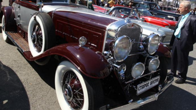 Vintage cars rally to capture Muscovites' hearts